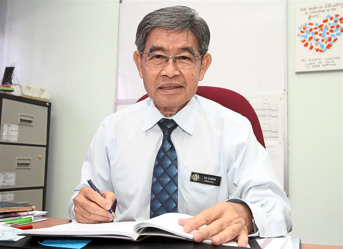 Chew Teck Aun had wanted to be an engineer because of his love for Maths and Science. But life took him on a different path when he accepted a scholarship to pursue teaching. He has not looked back since.